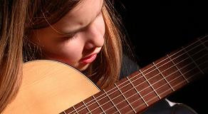 guitare-enfant-débutant-premier-morceau